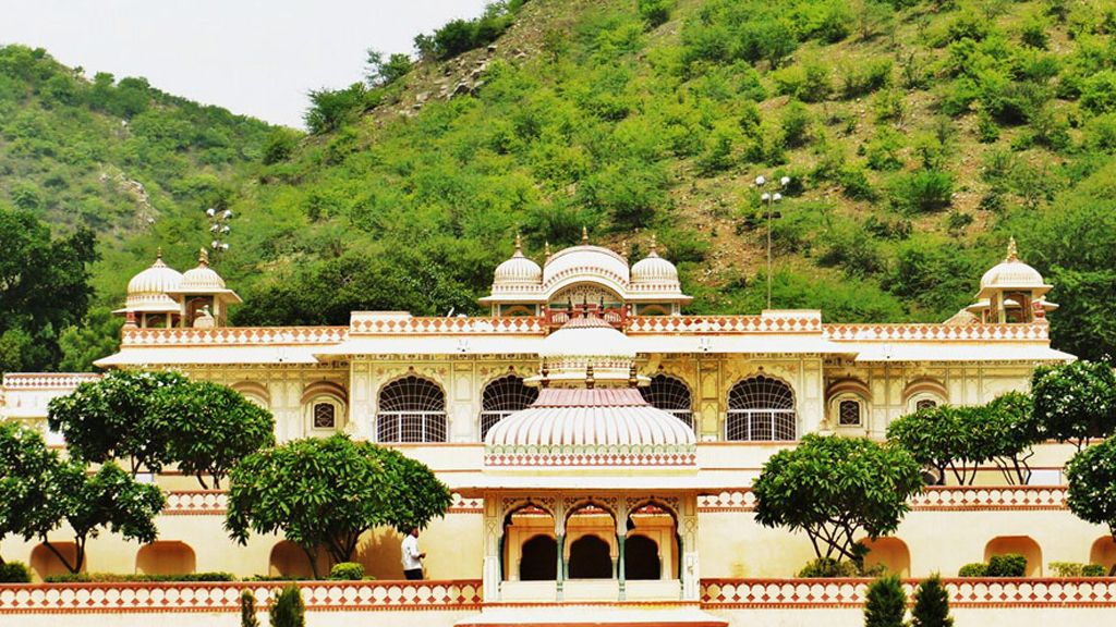 Take a stroll in the royally romantic Sisodia Rani Palace Garden