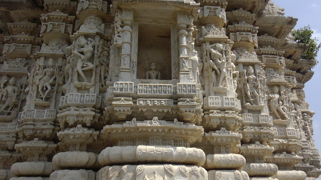 Explore the major temples of Mt Abu